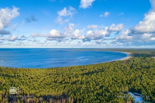 droonifotod pildistamine drooniga mererand